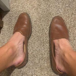 Men's 9.5 Brown Leath Slip on Dress shoes